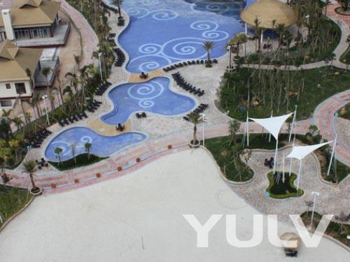 惠州巽寮湾海公园爱度度假酒店h栋游泳池与沙滩广场