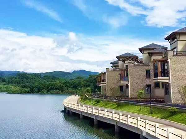 英德宝墩湖湖山温泉度假村别墅群外观